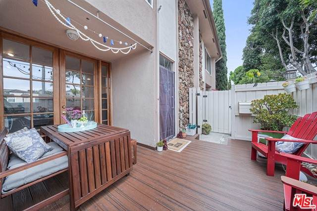 5215 S Sepulveda Boulevard 25B, Culver City, CA 90230 (#21746804) :: Wahba Group Real Estate | Keller Williams Irvine