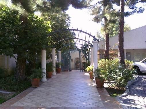 20134 Leadwell Street #245, Winnetka, CA 91306 (#SR21126165) :: Berkshire Hathaway HomeServices California Properties