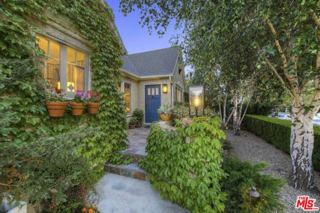 1606 Stearns Drive, Los Angeles (City), CA 90035 (#21747462) :: Necol Realty Group