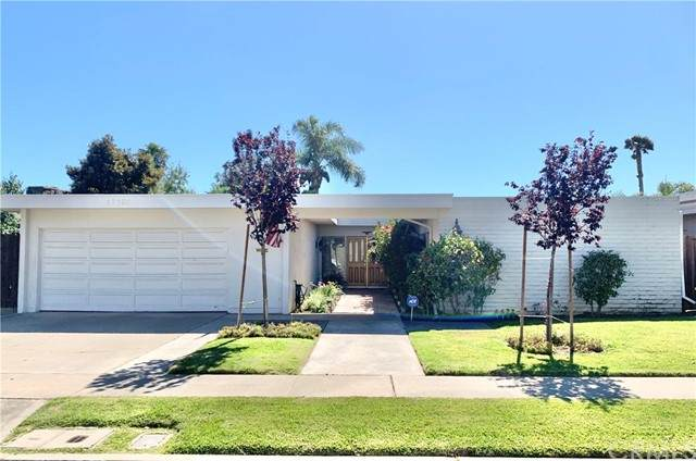 17139 Roundhill Drive, Huntington Beach, CA 92649 (#OC21126445) :: Berkshire Hathaway HomeServices California Properties