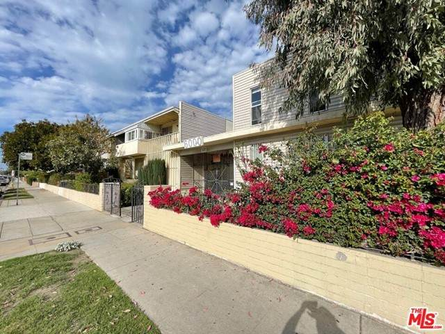 6000 Coldwater Canyon Avenue #24, North Hollywood, CA 91606 (#21747852) :: Hart Coastal Group