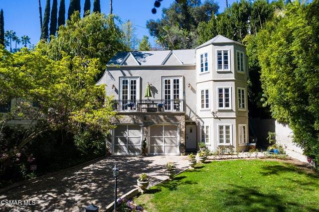 2165 Fern Dell Place, Los Angeles (City), CA 90068 (#221003180) :: Twiss Realty