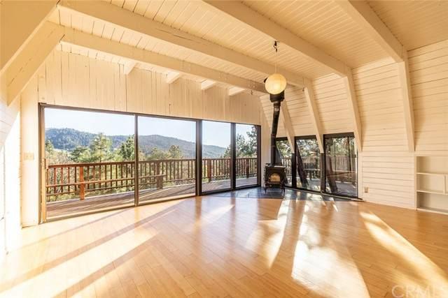 991 Colusa Lane, Big Bear, CA 92315 (#EV21126544) :: Mint Real Estate