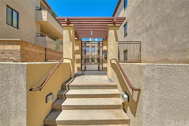 121 S Wilson Avenue #106, Pasadena, CA 91106 (#AR21123865) :: A G Amaya Group Real Estate