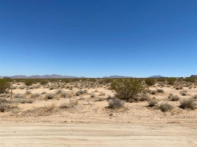 0 Wilshire Road, Lucerne Valley, CA 92356 (#536180) :: The Ashley Cooper Team
