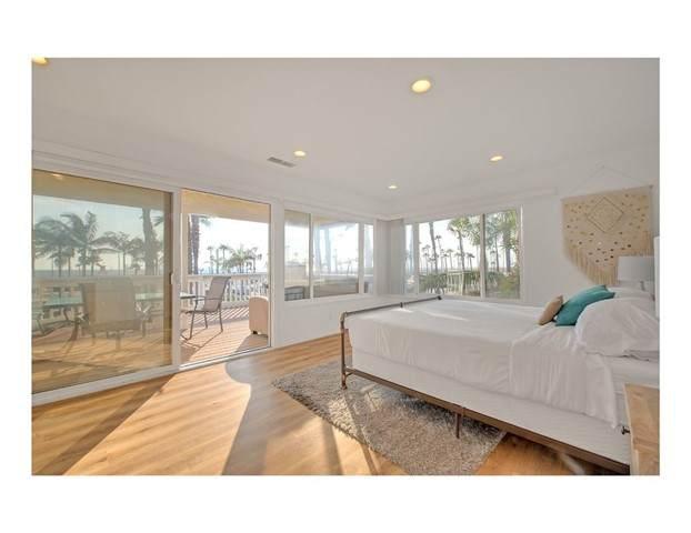 700 Ocean Front, Newport Beach, CA 92661 (#TR21127780) :: Eight Luxe Homes