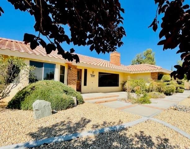 16193 Siskiyou Court, Apple Valley, CA 92307 (#TR21127777) :: Powerhouse Real Estate