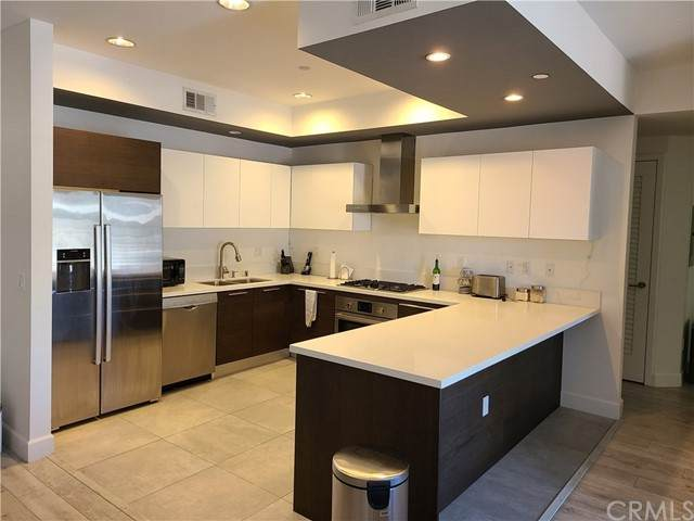 118 S Kenwood Street #206, Glendale, CA 91205 (#OC21127407) :: Powerhouse Real Estate