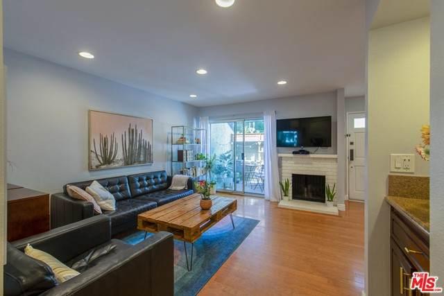 11744 Moorpark Street D, Studio City, CA 91604 (#21748556) :: Berkshire Hathaway HomeServices California Properties
