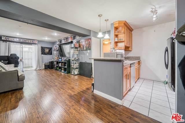 18620 Hatteras Street #170, Tarzana, CA 91356 (#21747104) :: Mainstreet Realtors®