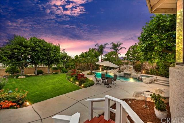 10313 Vista Grove Street, Rancho Cucamonga, CA 91737 (#CV21121225) :: Z REALTY