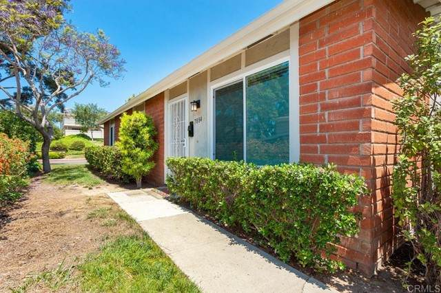 7884 Camino Huerta, San Diego, CA 92122 (#NDP2106877) :: Compass