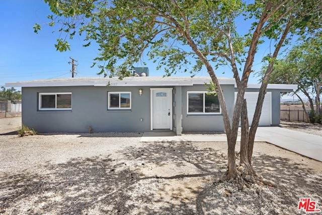 17397 Jupiter Avenue, Victorville, CA 92394 (#21749094) :: Berkshire Hathaway HomeServices California Properties