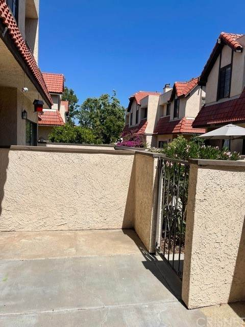 27629 Nugget Drive #2, Canyon Country, CA 91387 (#SR21129306) :: Compass