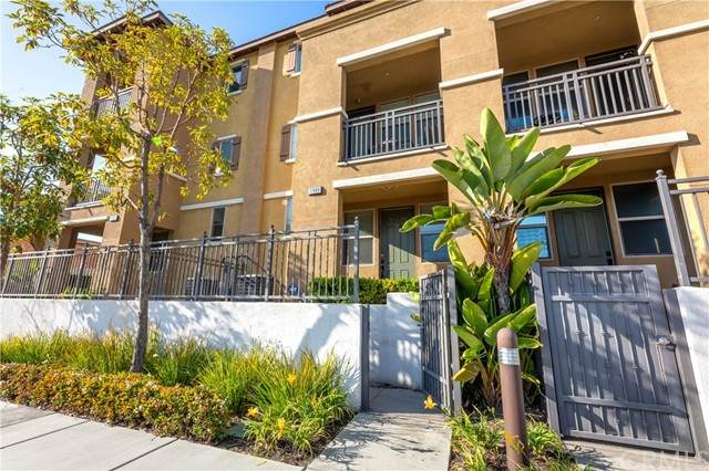 2989 E Pacific Coast Highway, Signal Hill, CA 90755 (#PW21129296) :: Berkshire Hathaway HomeServices California Properties