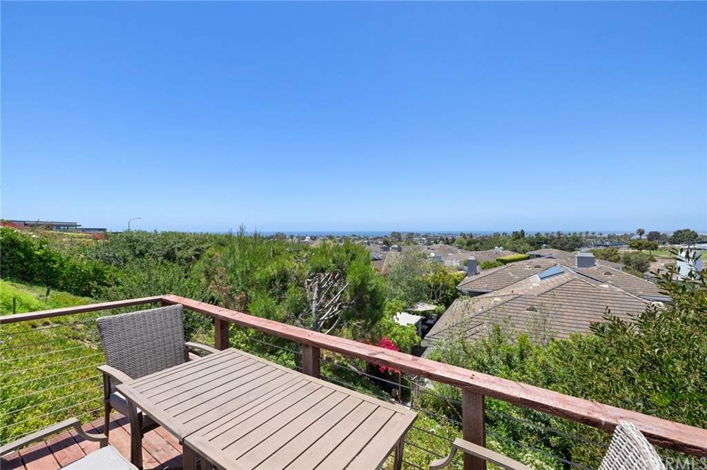948 Gardenia Way, Corona Del Mar, CA 92625 (#NP21126884) :: Hart Coastal Group