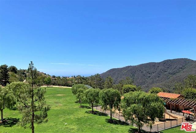 2016 Palisades Drive, Pacific Palisades, CA 90272 (#21748252) :: The Miller Group