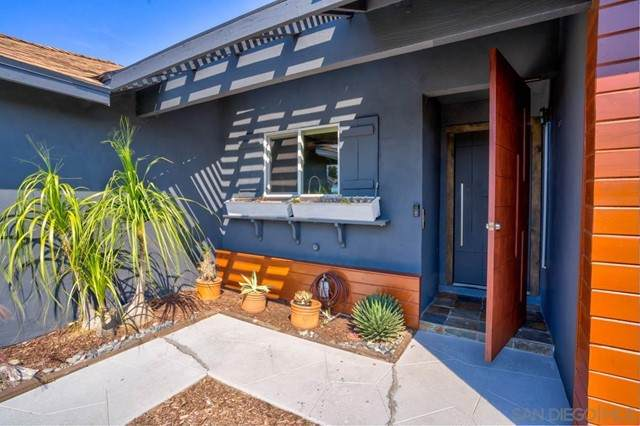 6571 Barnhurst Drive, Clairemont Mesa, CA 92117 (#210016504) :: Berkshire Hathaway HomeServices California Properties