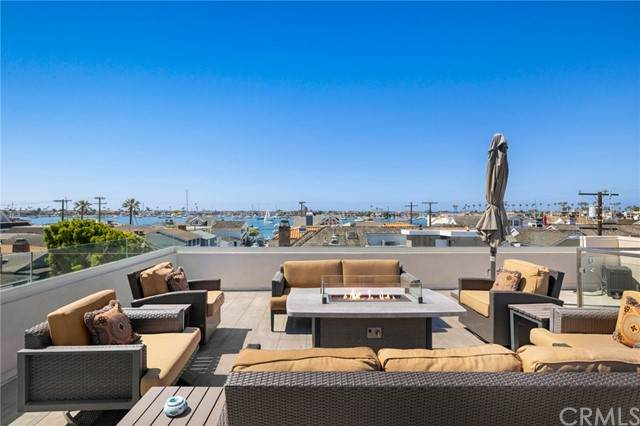 123 Ruby Avenue, Newport Beach, CA 92662 (#NP21128323) :: Hart Coastal Group