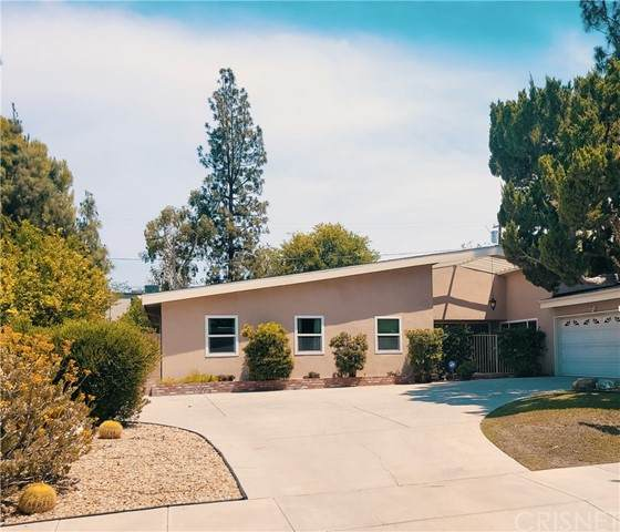 6140 Capistrano Avenue, Woodland Hills, CA 91367 (#SR21128609) :: Berkshire Hathaway HomeServices California Properties