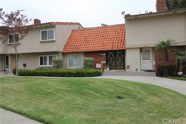 330 Vista Suerte, Newport Beach, CA 92660 (#NP21130029) :: Hart Coastal Group