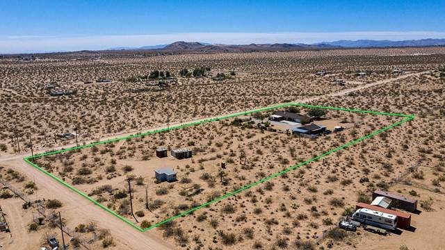 57425 Camulos Rd Road, Landers, CA 92285 (#219063591PS) :: Zember Realty Group