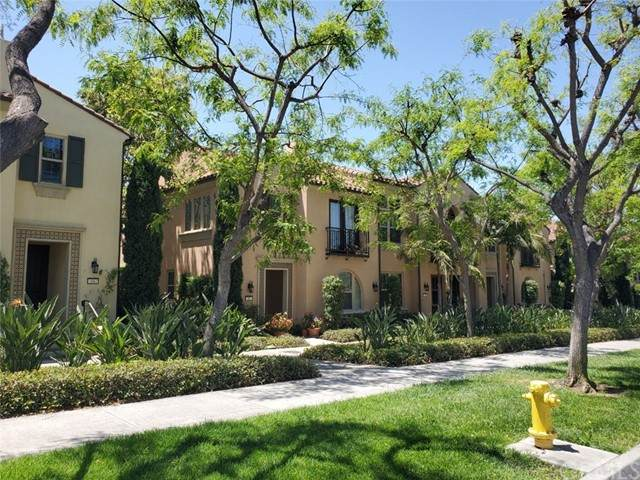 62 City Stroll, Irvine, CA 92620 (#PW21128817) :: Holmes Muirhead Team at Reviron Realty
