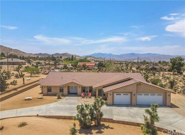 8982 Fortuna Avenue, Yucca Valley, CA 92284 (#JT21127022) :: Holmes Muirhead Team at Reviron Realty