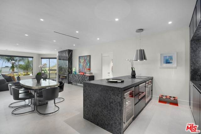 8960 Cynthia Street #116, West Hollywood, CA 90069 (#21750052) :: Powerhouse Real Estate