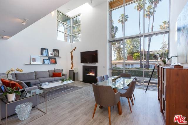 5806 Waring Avenue #8, Los Angeles (City), CA 90038 (MLS #21749580) :: Desert Area Homes For Sale