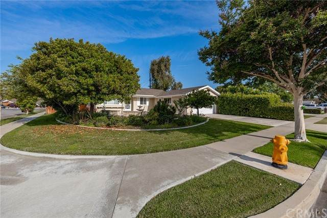 15091 Baylor Circle, Huntington Beach, CA 92647 (#LG21131246) :: RE/MAX Masters