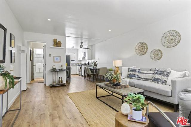 240 W Verdugo Avenue L, Burbank, CA 91502 (#21750098) :: Blake Cory Home Selling Team