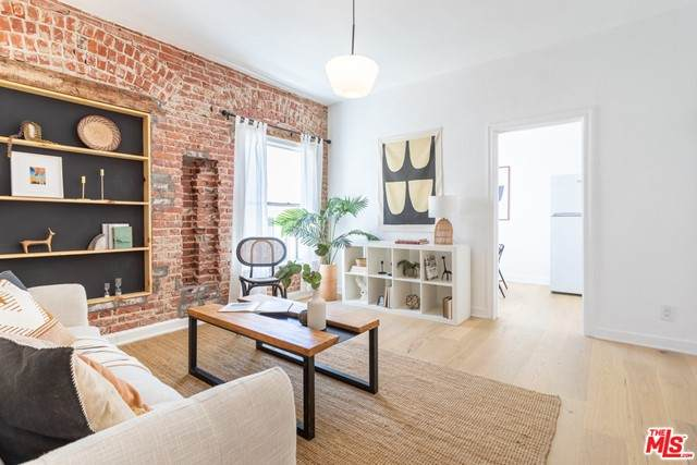 211 S Berendo #6, Los Angeles (City), CA 90004 (#21735068) :: Mint Real Estate