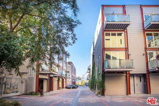 3450 Cahuenga Boulevard #704, Los Angeles (City), CA 90068 (#21749880) :: Zutila, Inc.
