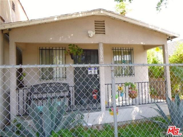 10806 Juniper Street, Los Angeles (City), CA 90059 (#21750462) :: Team Tami