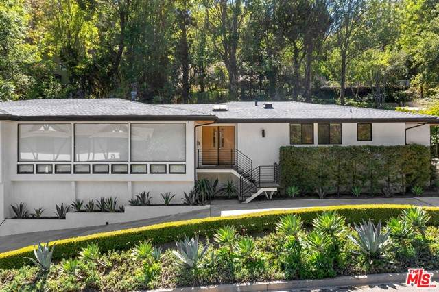 1115 N Norman Place, Los Angeles (City), CA 90049 (#21750308) :: The Miller Group