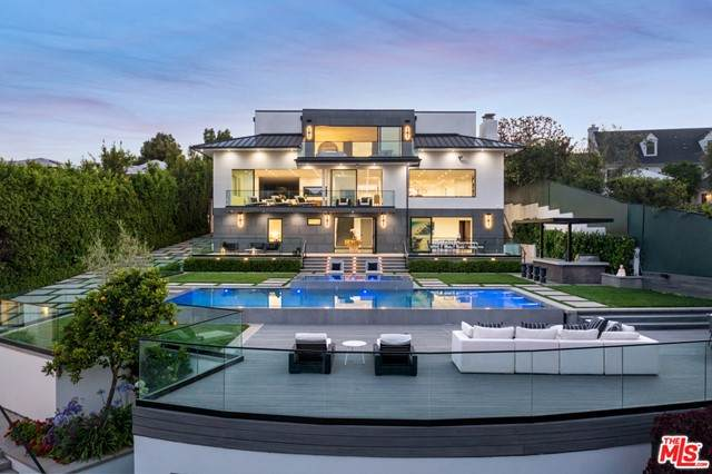 499 Halvern Drive, Los Angeles (City), CA 90049 (#21749402) :: The Miller Group