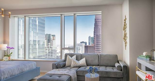 889 Francisco Street #2905, Los Angeles (City), CA 90017 (MLS #21749678) :: Desert Area Homes For Sale