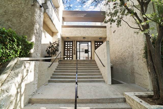 12358 Moorpark Street #10, Studio City, CA 91604 (#P1-5296) :: Zen Ziejewski and Team