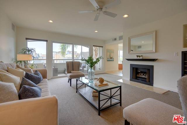 4300 Via Dolce #203, Marina Del Rey, CA 90292 (#21750702) :: Powerhouse Real Estate