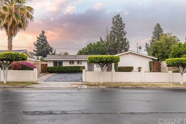 11500 Gladstone Avenue, Sylmar, CA 91342 (#SR21125804) :: The Miller Group
