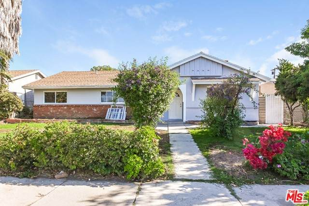 16417 Rinaldi Street, Granada Hills, CA 91344 (#21750888) :: Blake Cory Home Selling Team