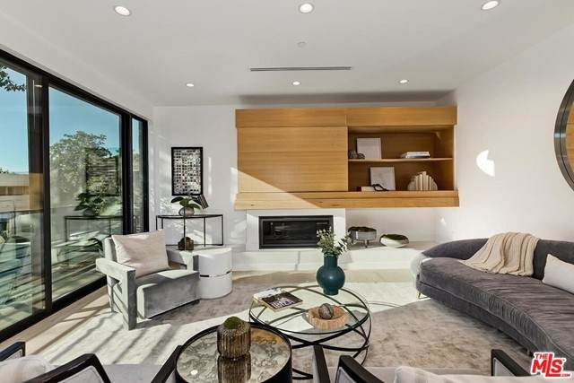 820 S Sherbourne Drive Ph, Los Angeles (City), CA 90035 (#21750112) :: Blake Cory Home Selling Team