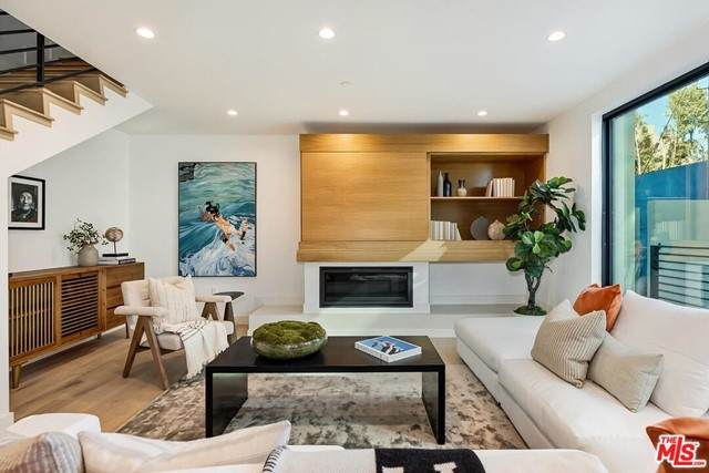 820 S Sherbourne Drive #102, Los Angeles (City), CA 90035 (#21750010) :: Blake Cory Home Selling Team