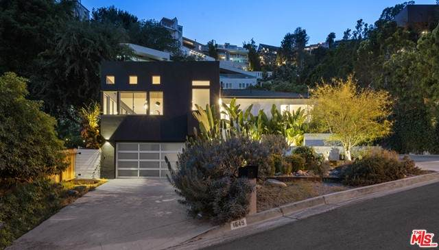 1645 Marmont Avenue, Los Angeles (City), CA 90069 (#21750956) :: Blake Cory Home Selling Team
