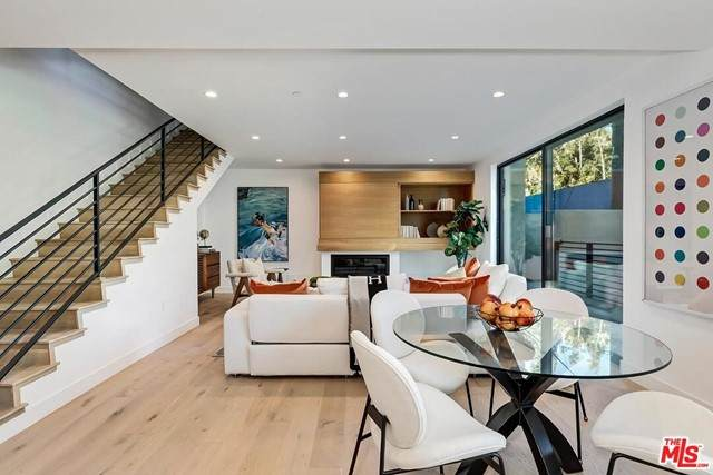 820 S Sherbourne Drive #302, Los Angeles (City), CA 90035 (#21750036) :: Blake Cory Home Selling Team