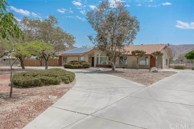 14941 Laguna Seca Drive, Apple Valley, CA 92307 (#IV21133401) :: Amazing Grace Real Estate | Coldwell Banker Realty