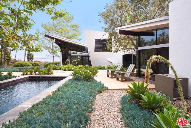 22540 Carbon Mesa Road, Malibu, CA 90265 (#21751040) :: The Laffins Real Estate Team