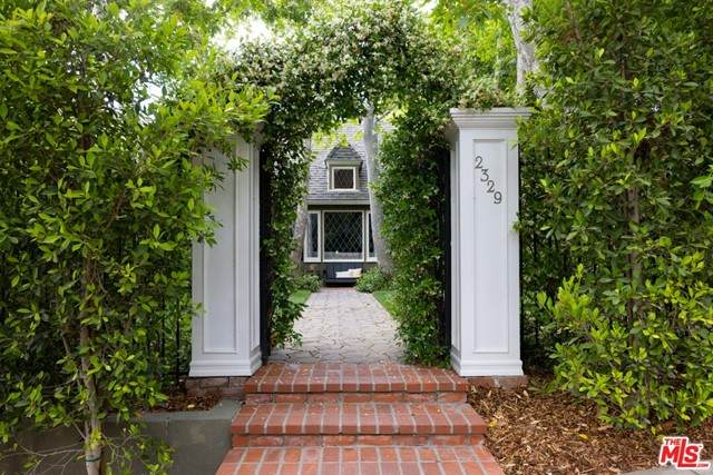 2329 Wayne Avenue, Los Angeles (City), CA 90027 (#21751270) :: Mint Real Estate