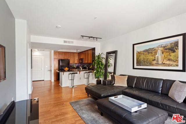 4060 Glencoe Avenue #209, Marina Del Rey, CA 90292 (#21749208) :: Zen Ziejewski and Team